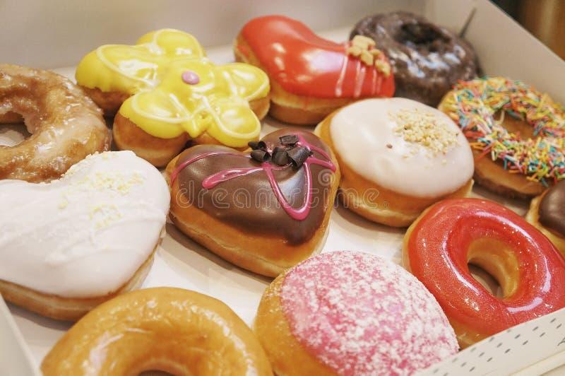 Donuts в коробке стоковые изображения rf