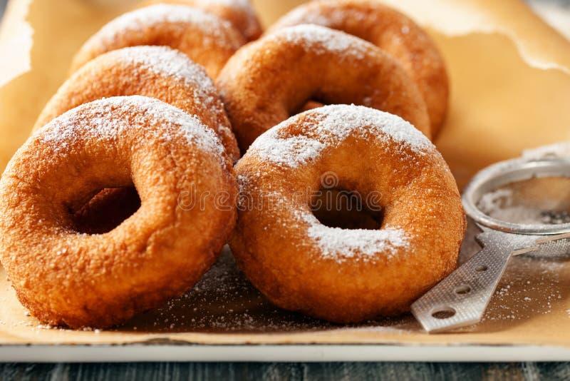 donuts σπιτικός στοκ φωτογραφίες με δικαίωμα ελεύθερης χρήσης