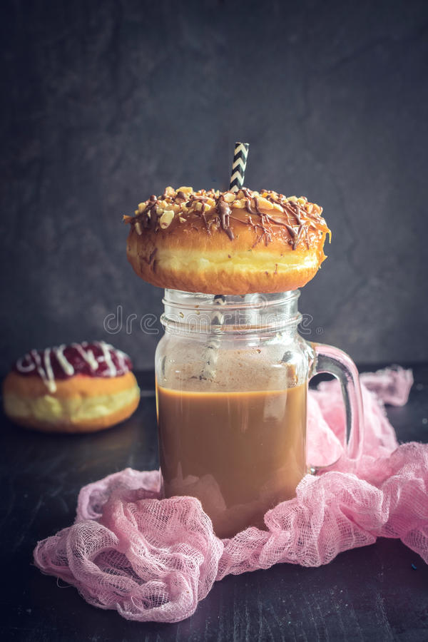 Donuts застекленные помадкой стоковая фотография rf