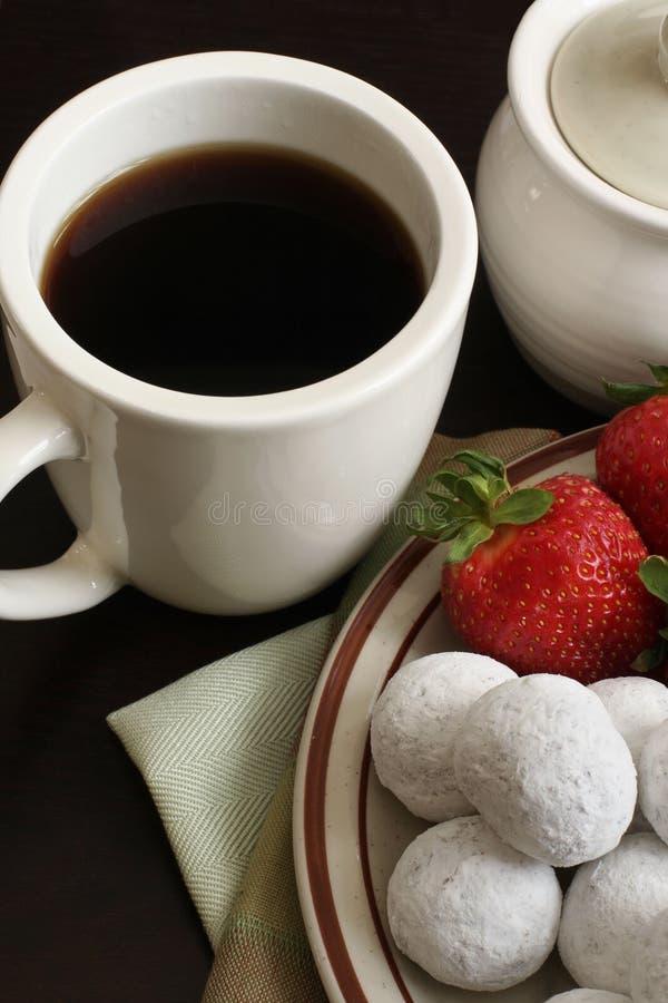 Donuts кофе напудрили клубники Стоковое Фото