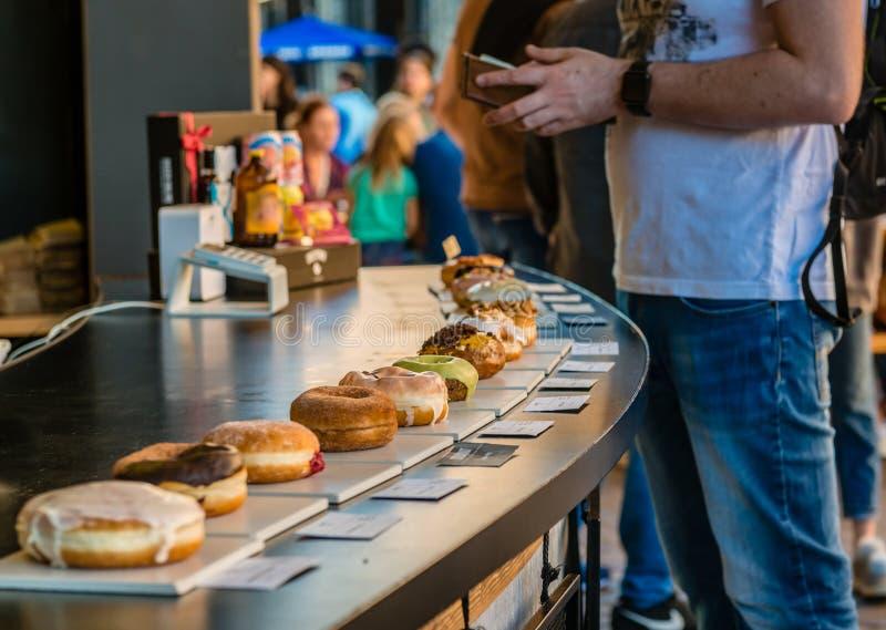 Donuts на продаже стоковое фото rf
