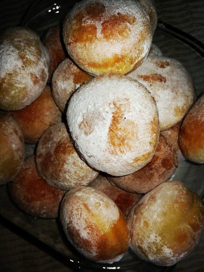 Donuts bowlar läckert sött trevlig reflexion arkivbild