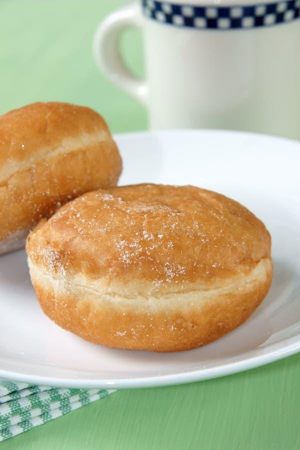 Donuts en koffie stock afbeelding