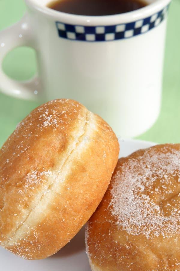 Donuts en koffie royalty-vrije stock foto's