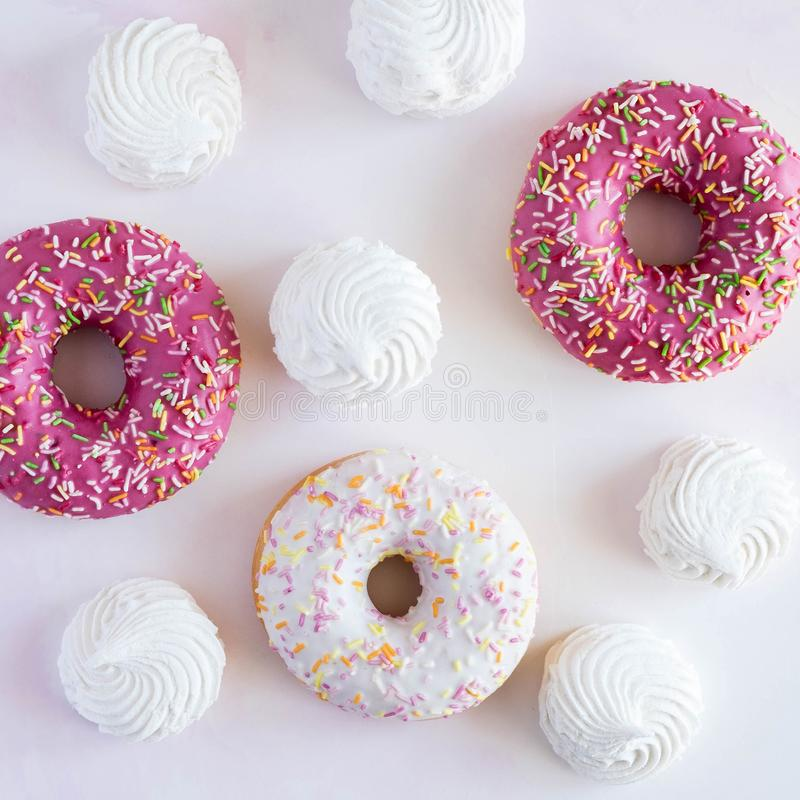 donuts in glans stock afbeelding
