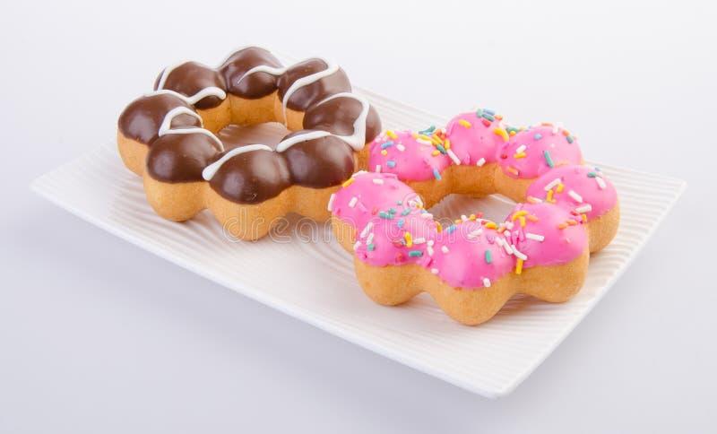 Donuts heerlijke en zoete donuts op achtergrond royalty-vrije stock afbeeldingen