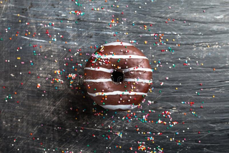 Donuts i kawowy odgórny widok fotografia royalty free