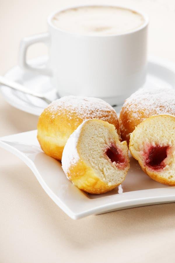 Donuts met koffie royalty-vrije stock foto's