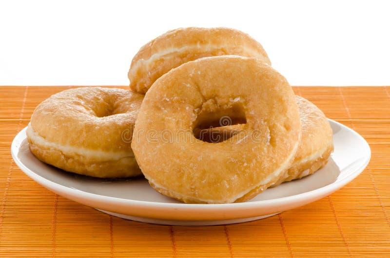 Donuts på en platta royaltyfri foto