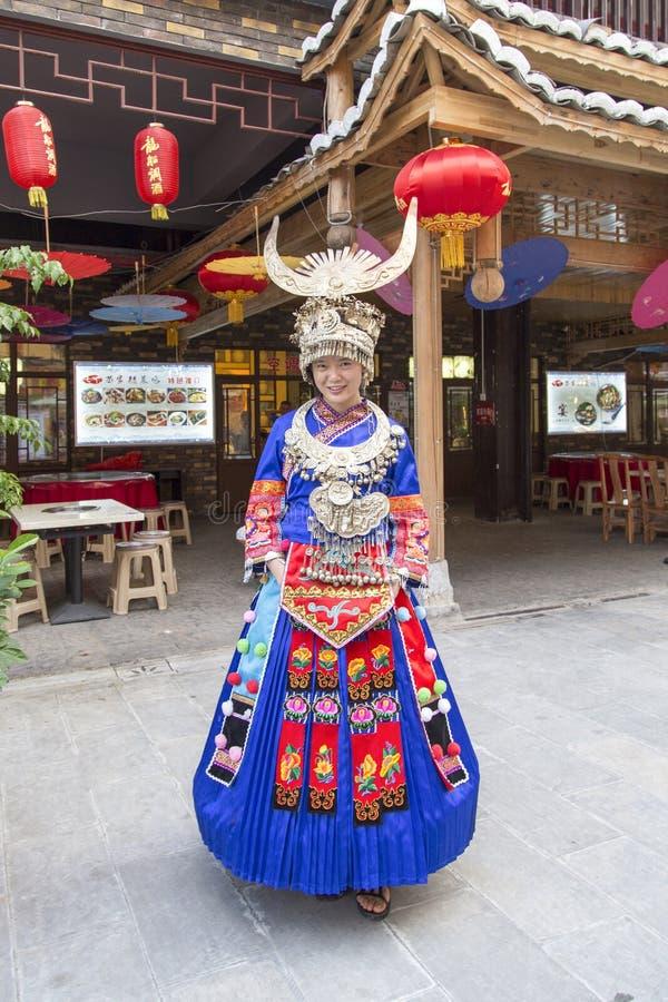 A donzela de Miao Nationality em enshi fotografia de stock royalty free