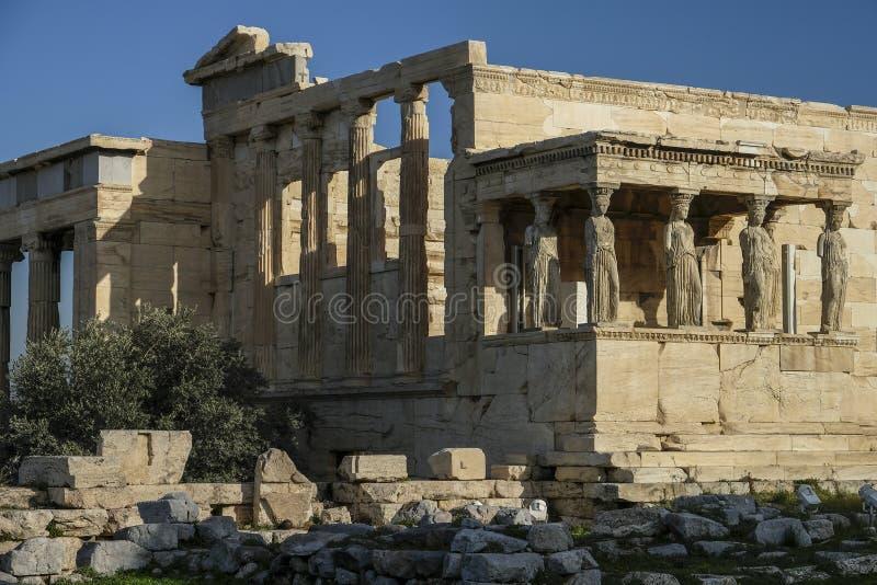 Donzelas ou cariátides do templo de Erechtheion em Atenas, Grécia foto de stock royalty free
