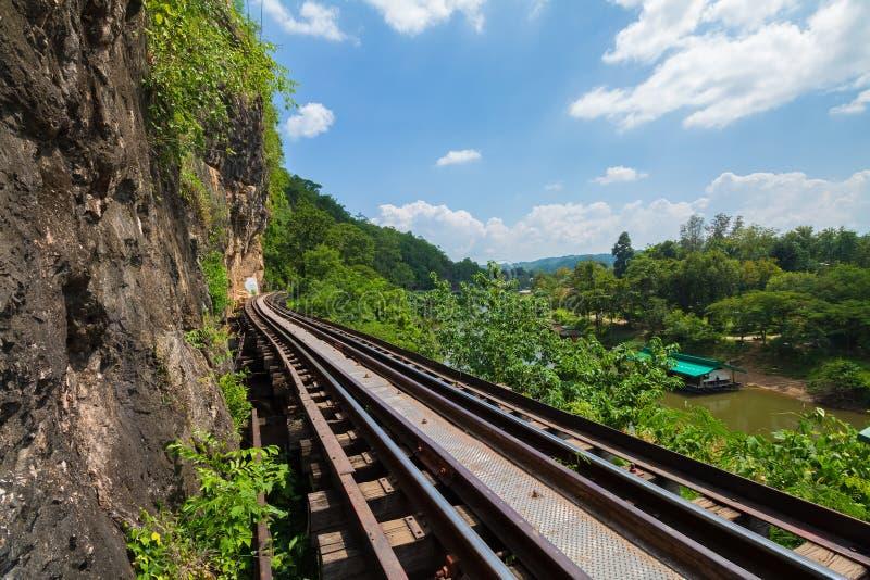 Doodsspoorweg langs de Rivier Kwai in Kanchanaburi, Thailand royalty-vrije stock foto's