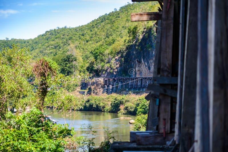 Doodsspoorweg, tijdens Wereldoorlog II, Kanchanaburi Thailand wordt gebouwd dat stock afbeeldingen