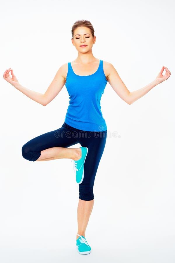 Dooing de yogaoefening van de geschiktheidsvrouw stock afbeelding