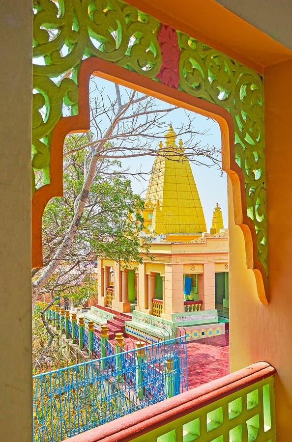 Door de gesneden boog, Sagaing, Myanmar royalty-vrije stock afbeeldingen