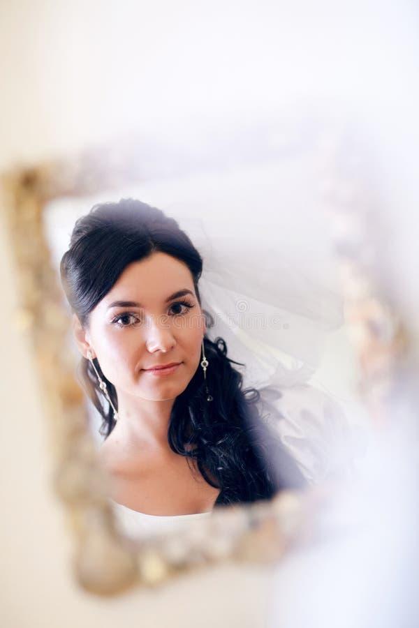 Door een spiegel royalty-vrije stock fotografie