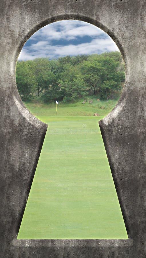 Door keyhole - Golfcursus Groen met Vlag royalty-vrije stock fotografie