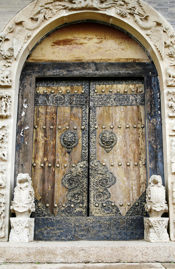 Free Door Of The Ancient Temple. Royalty Free Stock Photography - 5334517