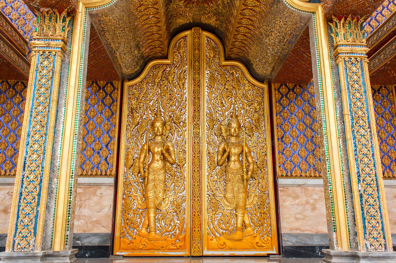 Download Door Woodcarving In Temple Royalty Free Stock Images - Image: 33109079