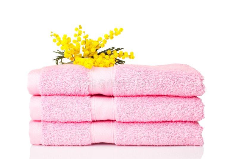Doorboor handdoeken met gele bloemen royalty-vrije stock afbeelding