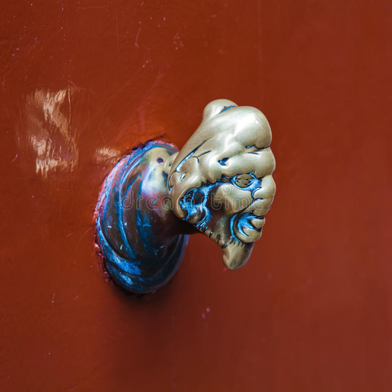 Doorknob de bronze velho foto de stock royalty free