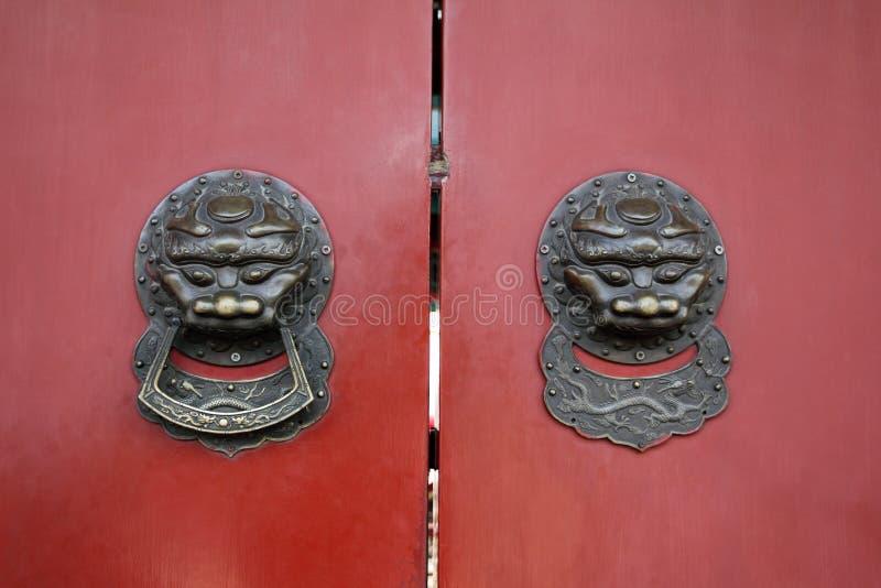 Doorknob tradicional em beijing fotografia de stock