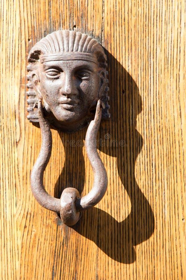Doorknocker в Тоскане, Италии стоковое изображение