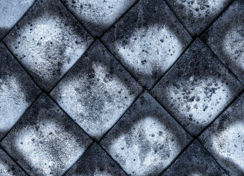 Doorstond het het cement dat grijze canvas van de mozaïekruit oud, een deel van de dakoppervlakte door sedimenten donker patroon  royalty-vrije stock fotografie