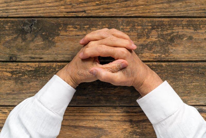 Doorweven vingers royalty-vrije stock afbeelding
