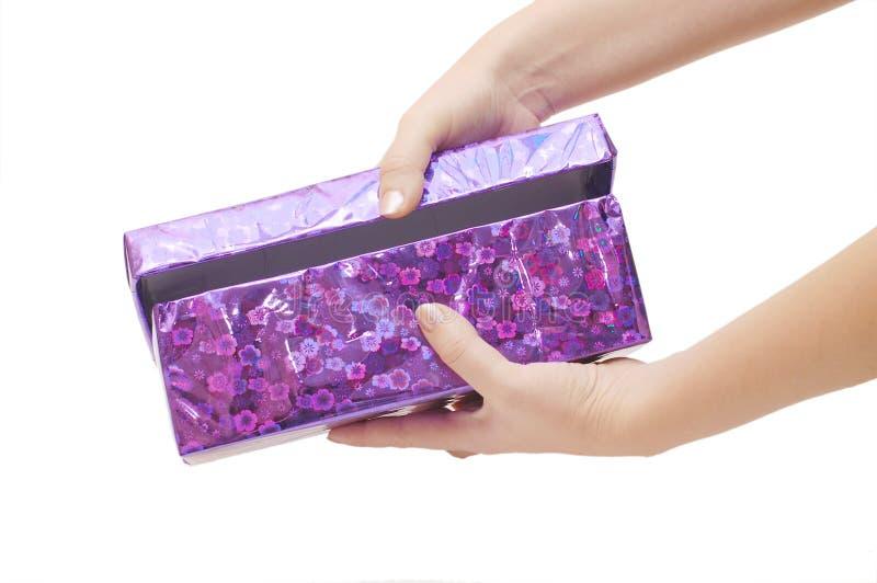 Doos met een gift in een hand royalty-vrije stock foto