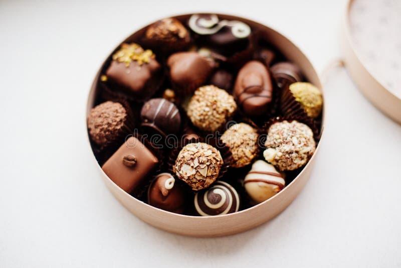 Doos van Chocoladesuikergoed stock afbeeldingen
