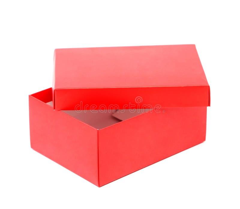 Doos van de Opend de rode die schoen op een witte achtergrond wordt geïsoleerd royalty-vrije stock afbeeldingen