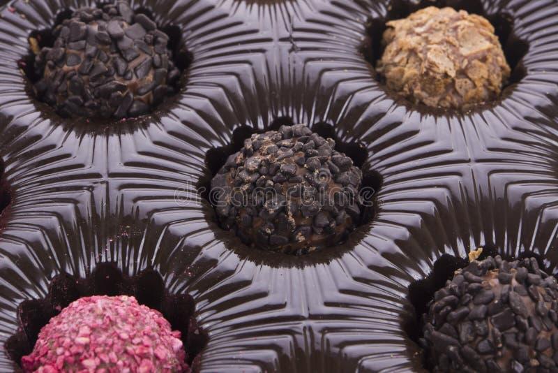Doos van dichte omhooggaand van de chocoladetruffel stock foto