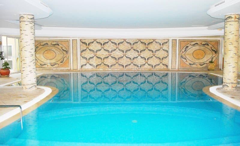 dopłynięcie luksusowy basenu zdroju dopłynięcie obraz royalty free