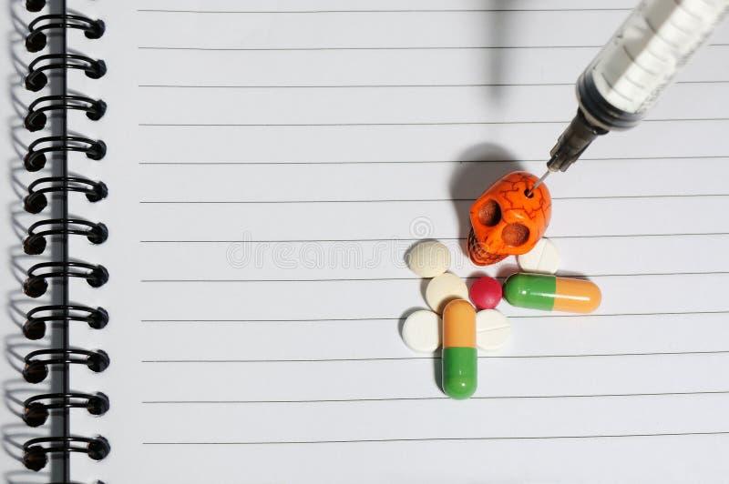 Dope le crâne de pilules photo libre de droits