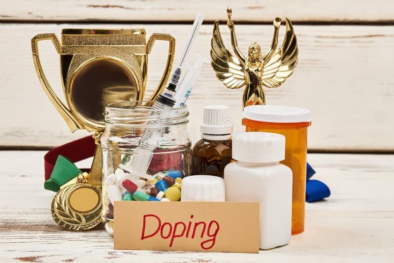 Doping de medicaciones y del trofeo foto de archivo libre de regalías
