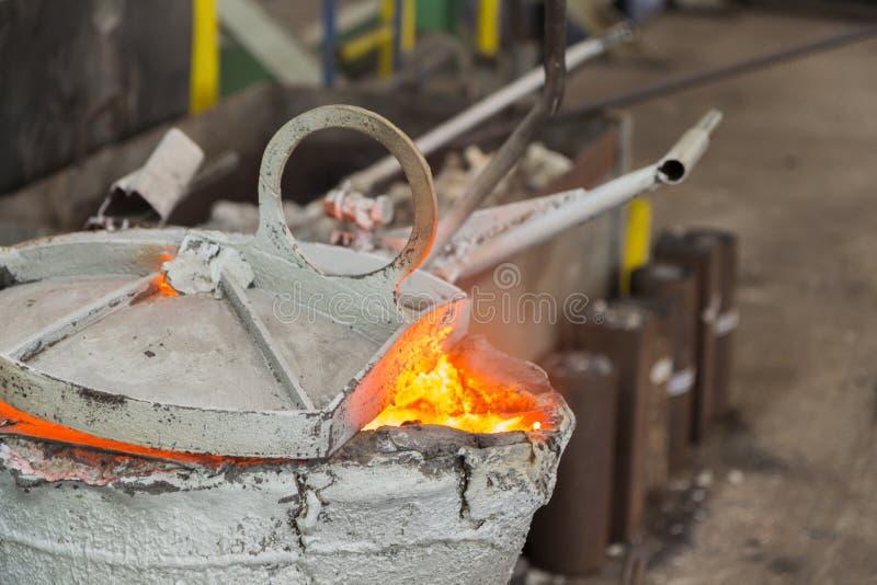 Dopo il versamento della siviera del metallo immagine stock
