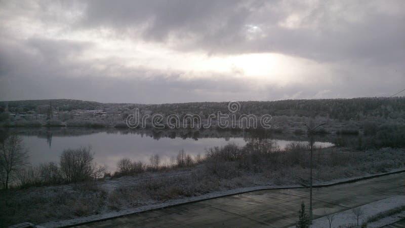 Download Dopo la prima neve immagine stock. Immagine di acqua - 117981801