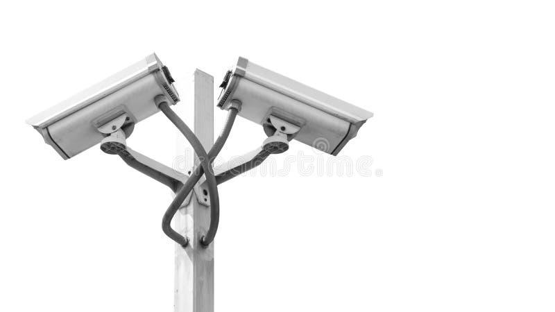 Doppelüberwachung cctv-Kamera auf dem Pfosten, der auf Whit Hintergrund und copyspace lokalisiert wird, verwenden für Überwachung lizenzfreie stockbilder