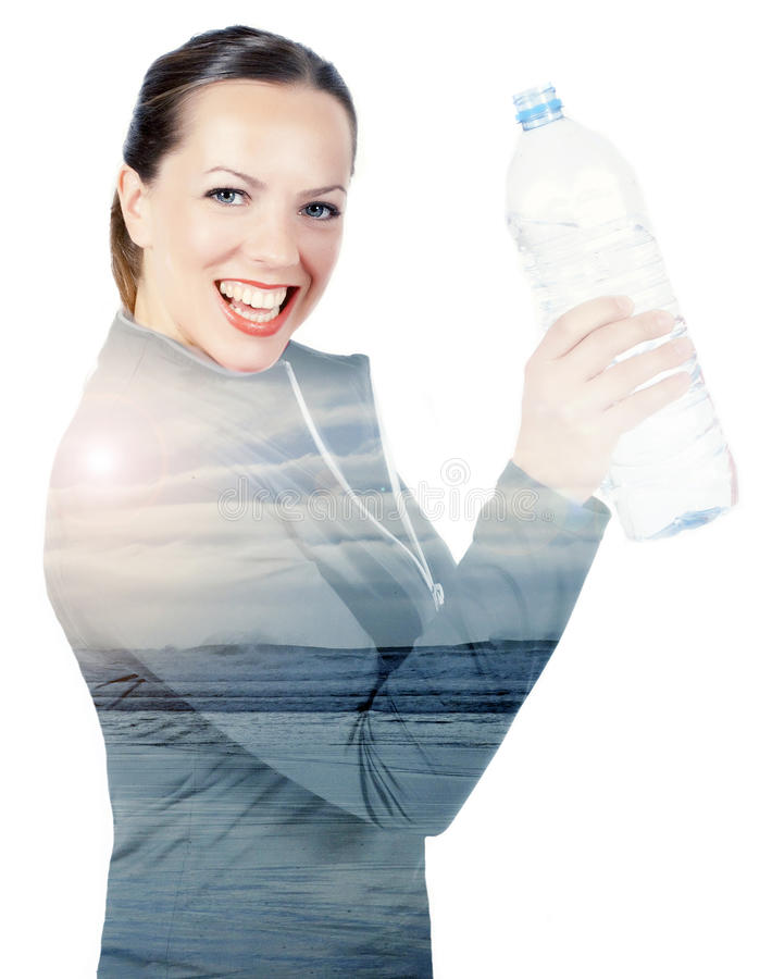 Doppelbelichtung der Frau mit Flasche und Strand lizenzfreies stockfoto