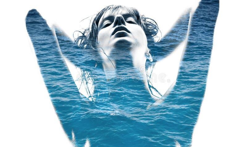 Doppelbelichtung der Frau und des blauen Meerwassers stockbilder
