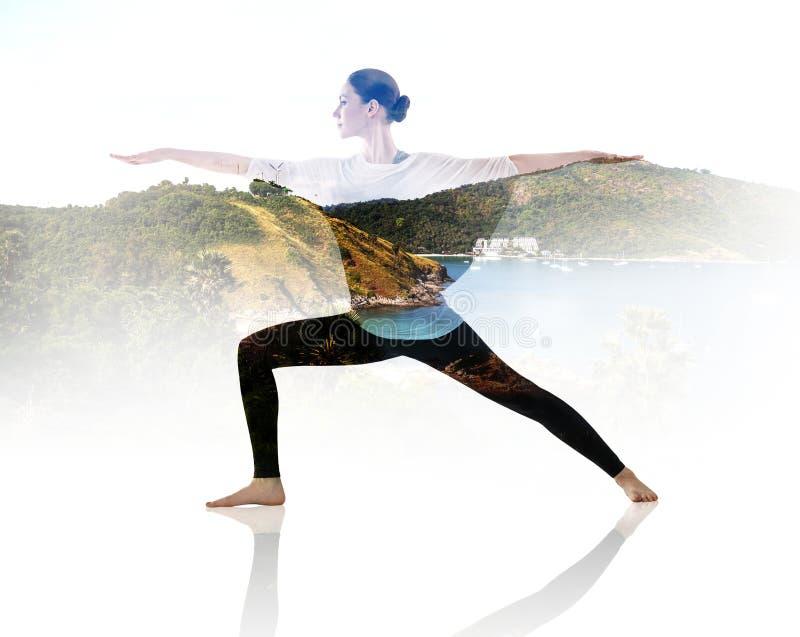 Doppelbelichtung der Frau Yogaübung tuend lizenzfreies stockfoto