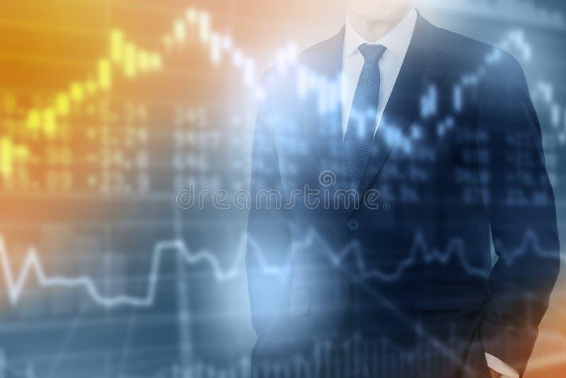 Doppelbelichtung des Geschäftsmannes auf dem Hintergrund, der vom Diagramm und vom Vorrat auf Schirm verwischt wird, Konzept ist  lizenzfreies stockfoto