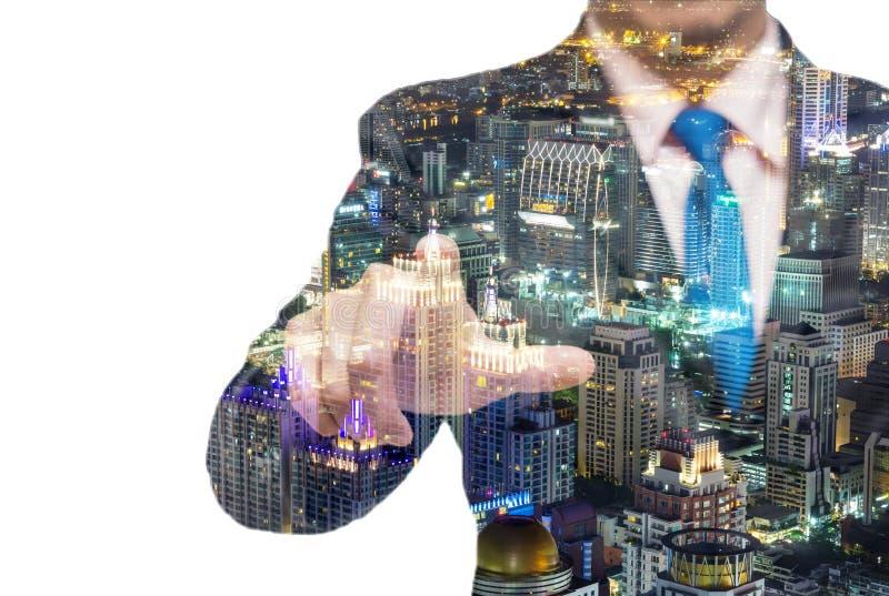 Doppelbelichtung des Geschäftsmannes mit Stadtbildnachtszenen stockfoto