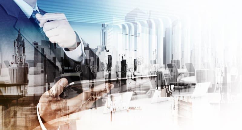 Doppelbelichtung des Geschäftsmannes und der abstrakten Stadt stockfoto