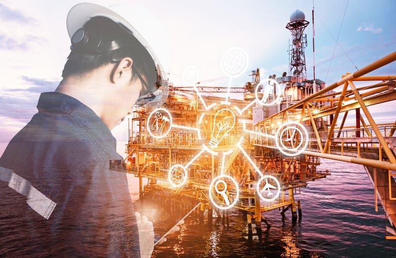 Doppelbelichtung des Ingenieur- oder Technikermannes mit digitaler Ikone stockfotos
