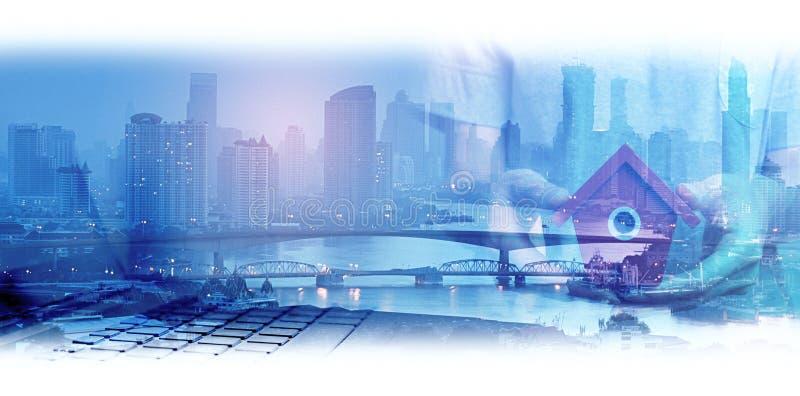 Doppelbelichtung des Netzes und der Stadt und der Network Connection conc stockfotos
