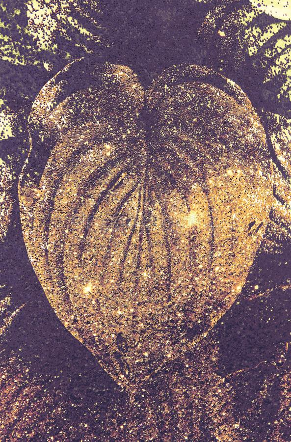 Doppelbelichtung machte mit tropischem Blatt und goldener Funkelnbeschaffenheit, Hintergrund stockfoto