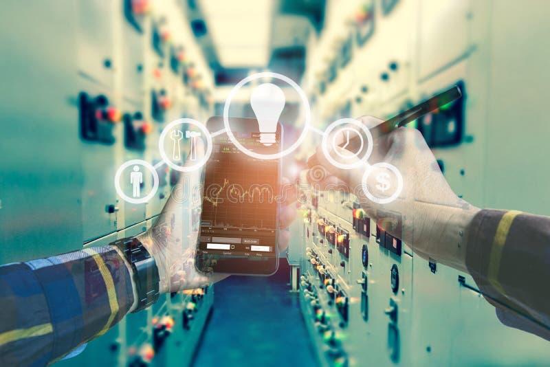 Doppelbelichtungsfoto, Handrührender Handy für die Anwendung von busi stockfoto