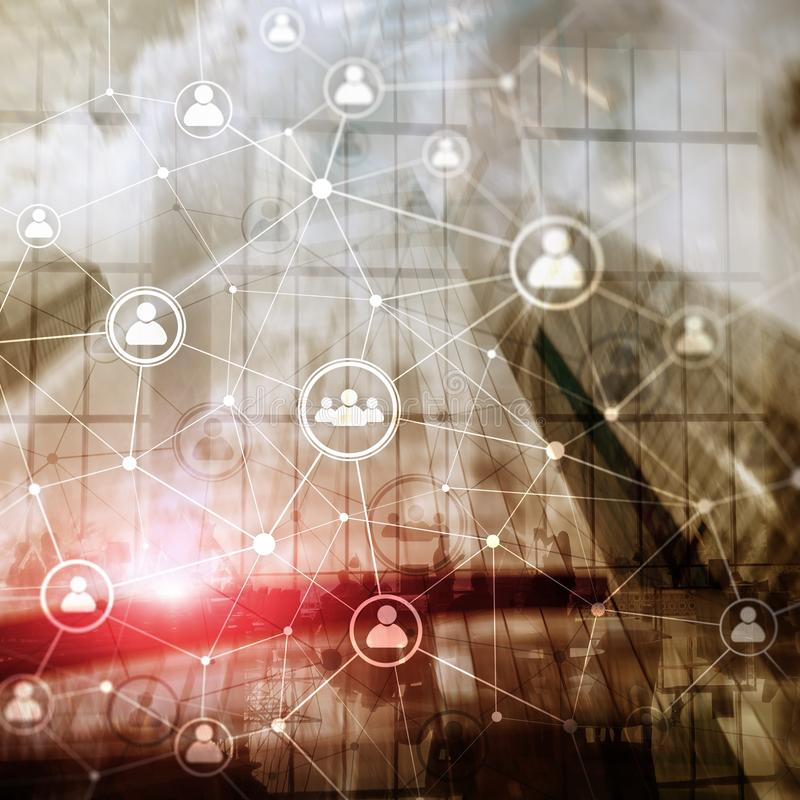 Doppelbelichtungsleute-Netzstruktur Stunde - Personalwesen Management und Einstellungskonzept stockfotografie
